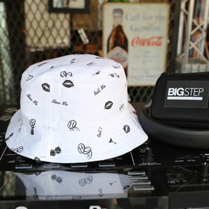REVERSIBLE KISS BLOW ROLL BUCKET(BLACK/WHITE) - HT43029BK [허프 HUF 버킷햇]